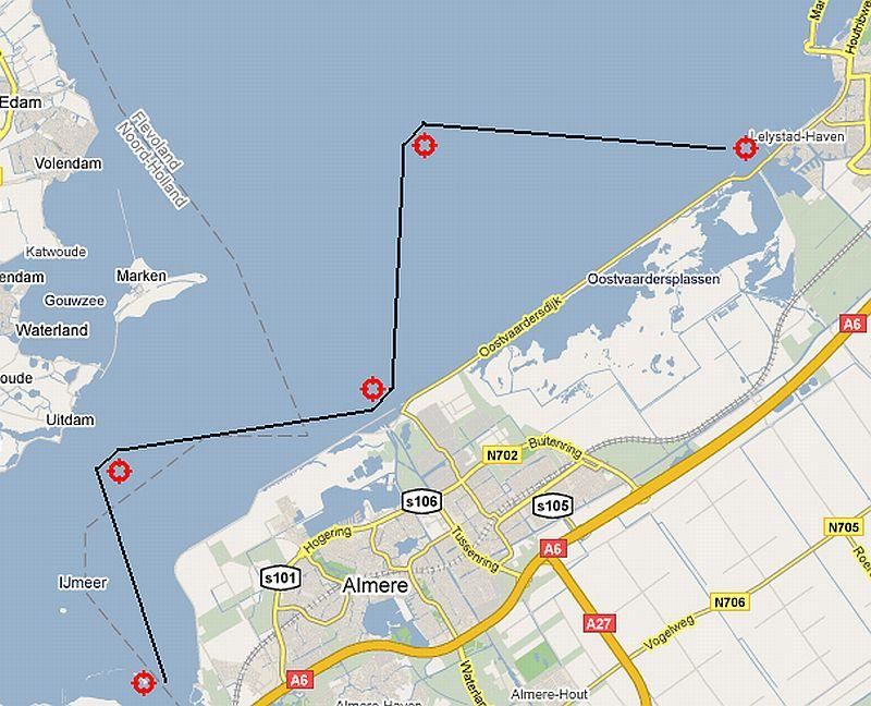 Met WR1-sloepen van de marine hebben de zeekadetten een trektocht op het IJsselmeer gemaakt van Lelystad naar de omgeving Muiden.