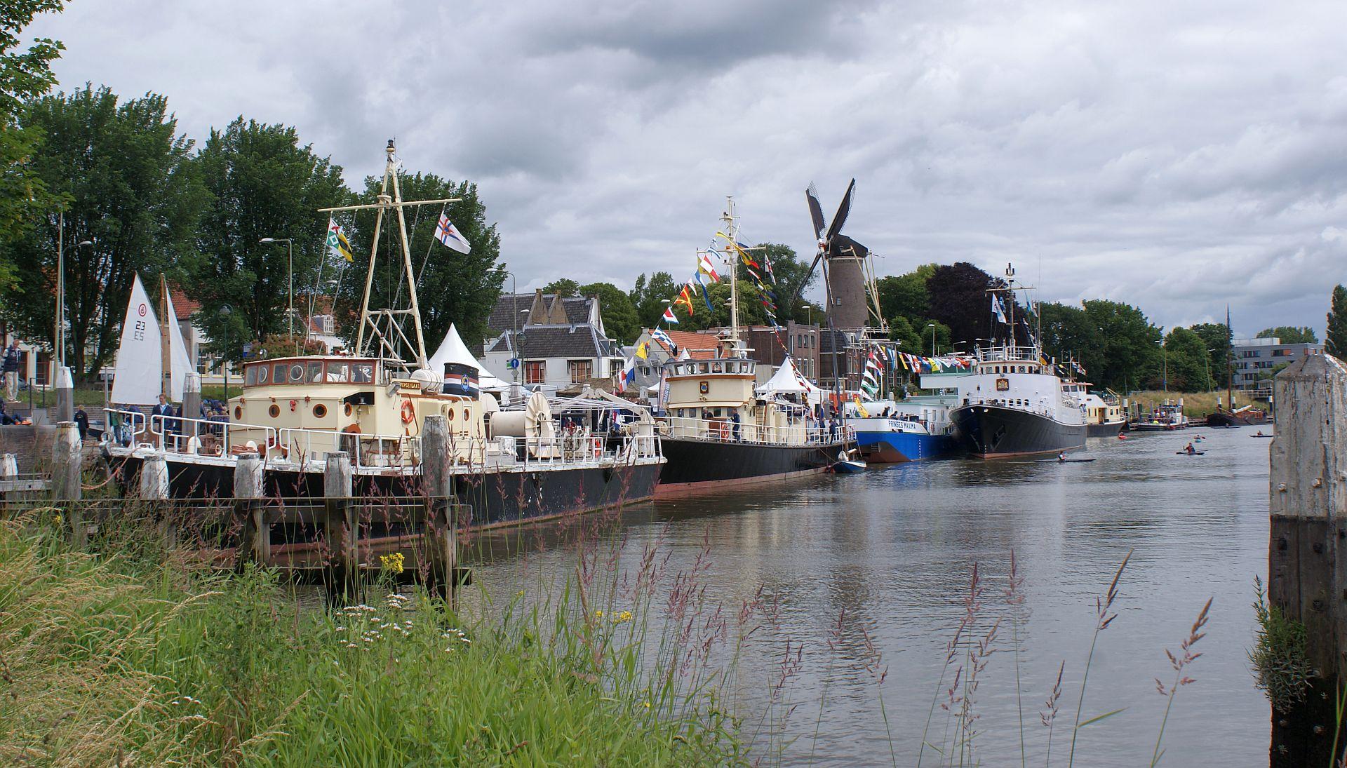 Korpsschepen op bezoek in Gouda voor het 60-jarig jubileum