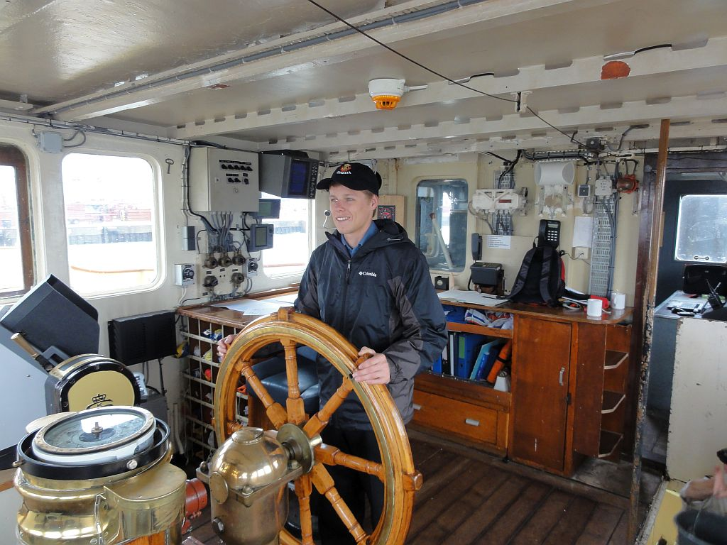 An Canadian sea cadet behind the wheel of a Dutch Sea Cadet Corps vessel