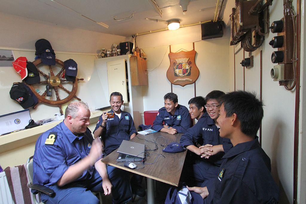 Indonesische delegatie aan boord van de Aquarius, ZKK Waalwijk