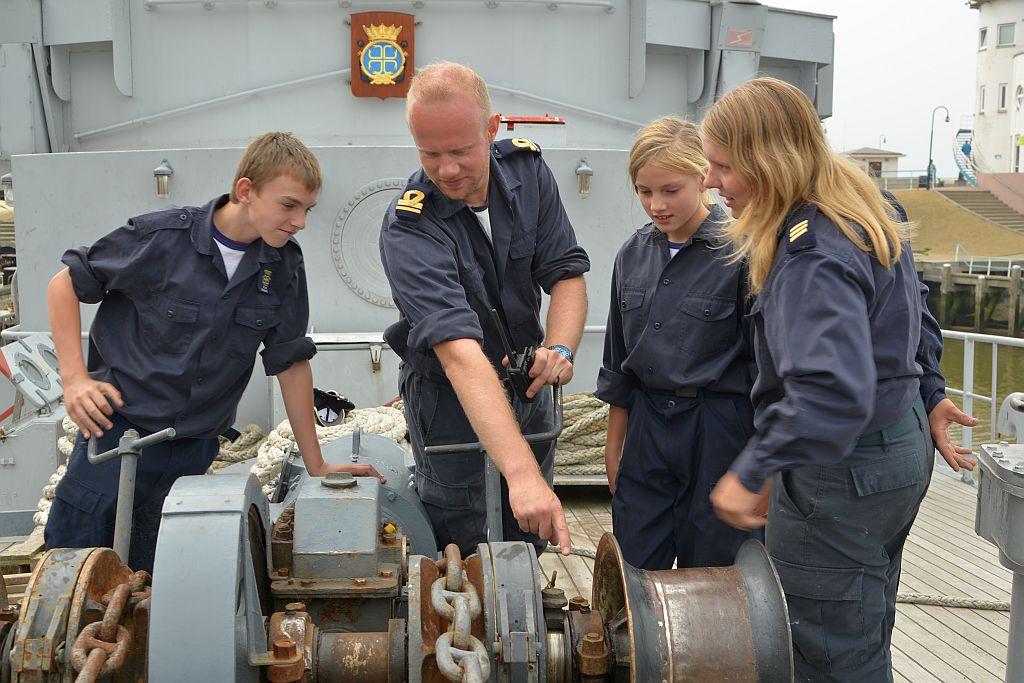 Wouter Blom is als ervaren zeeman een waardevolle instructeur voor de zeekadetten.
