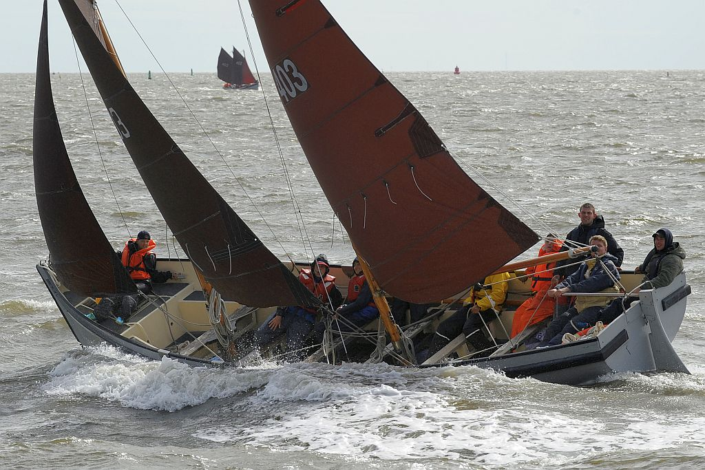 Sailing in WR-1 sailing sloops during the summercamp. (picture: ©joachimderuijter)