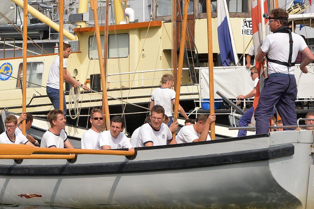 Soms is een commandant gewoon een teamlid in een WR1-sloep, Gilbèrt de Bock met zonnebril.