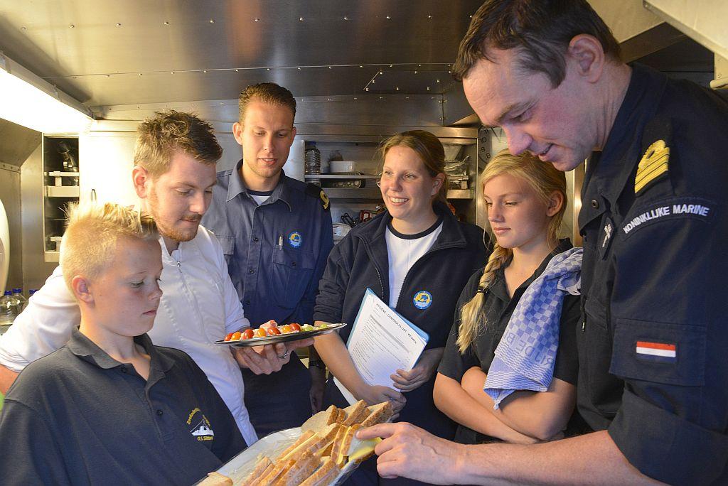 Marlies Souwerbren, juryvoorzitter voor de Gouden Pollepel, een wedstrijd voor logistieke diensten van de Zeekadetkorpsen