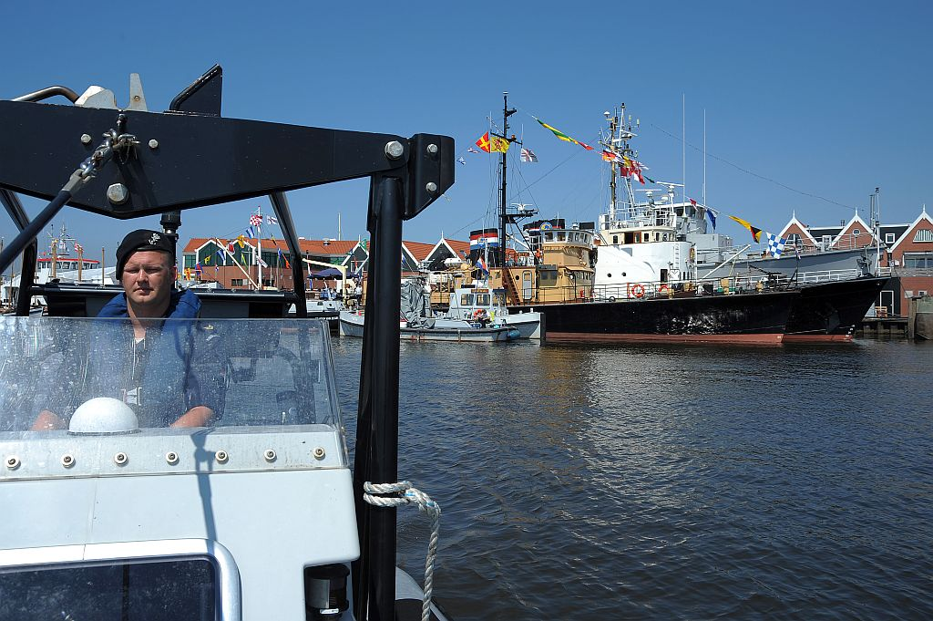 Geert Abels als lid van het marinedetachement dat ondersteuning geeft bij het landelijk zomerkamp van het Zeekadetkorps Nederland