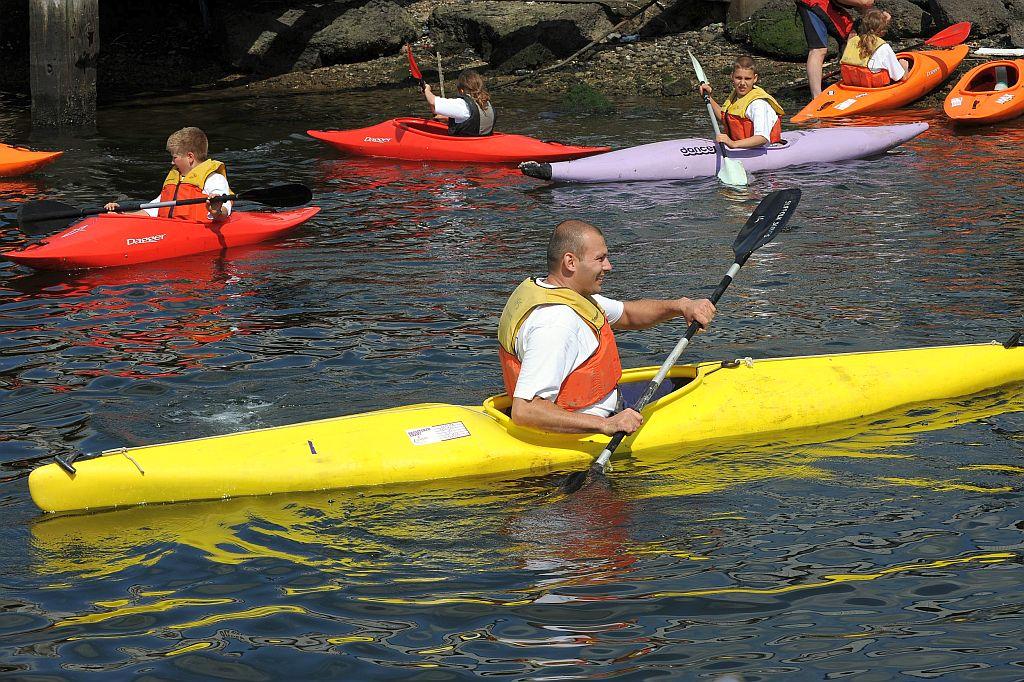 Als zeekadetofficier laat je de zeekadetten van het water genieten en af en toe doe je zelf mee.