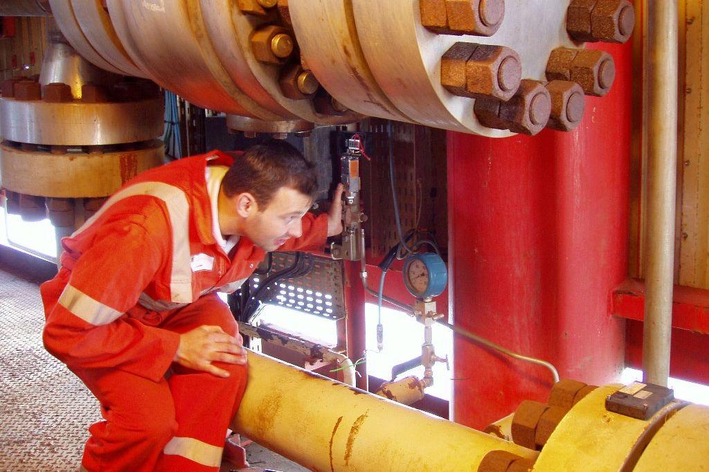Jochem Ploeger aan het werk op het productie-eiland Rijn Charlie.