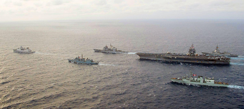 Fregatten van verschillende landen ontmoeten carrier USS Enterprise