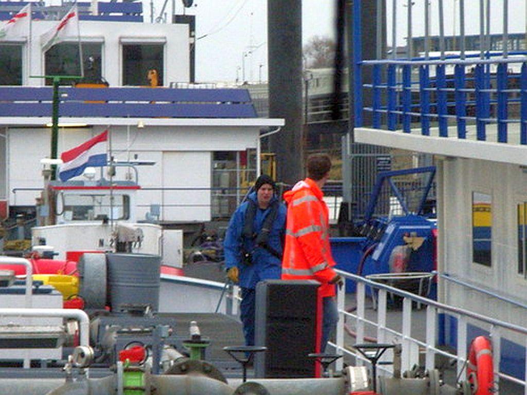 René Lubbers aan het werk op een van de tankschepen van Exho.