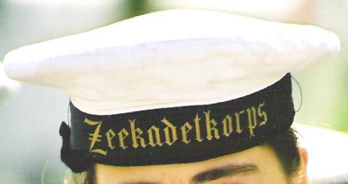 Muts voor zeekadet en kwartiermeester met de tekst Zeekadetkorps